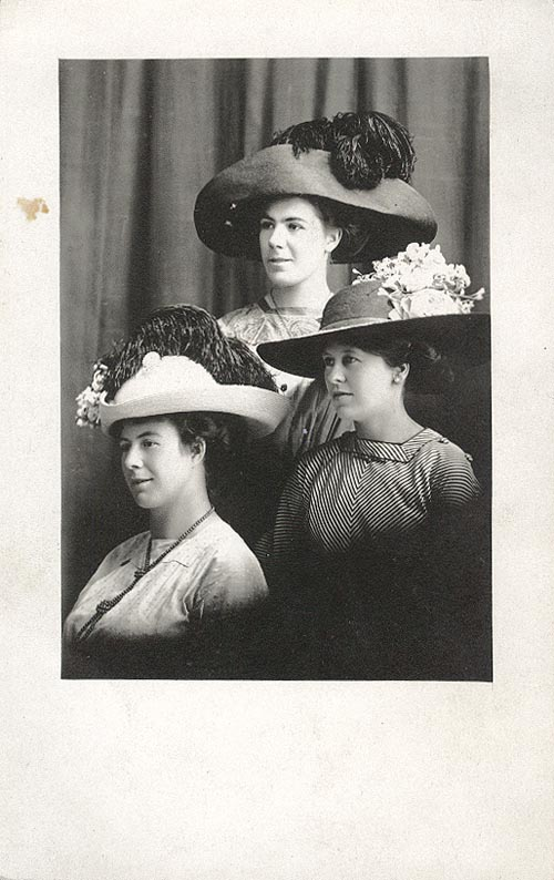 Photograph of Agnes, Alfreda and Josie Van Alstine